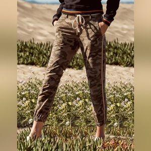 🆕 Sundry Camo Jogger Pants Rainbow Stripe Army